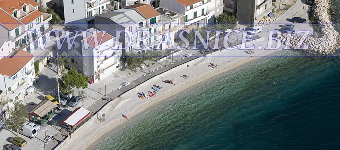 Dra�nice (Drasnice) - offer wide range of private apartments, there are no hotels what means there are no to many people on beaches, so beaches are clean, sea is clean, there is enough space for everyone, ideal for families with children, because there is no deep sea, they are allways on your sight